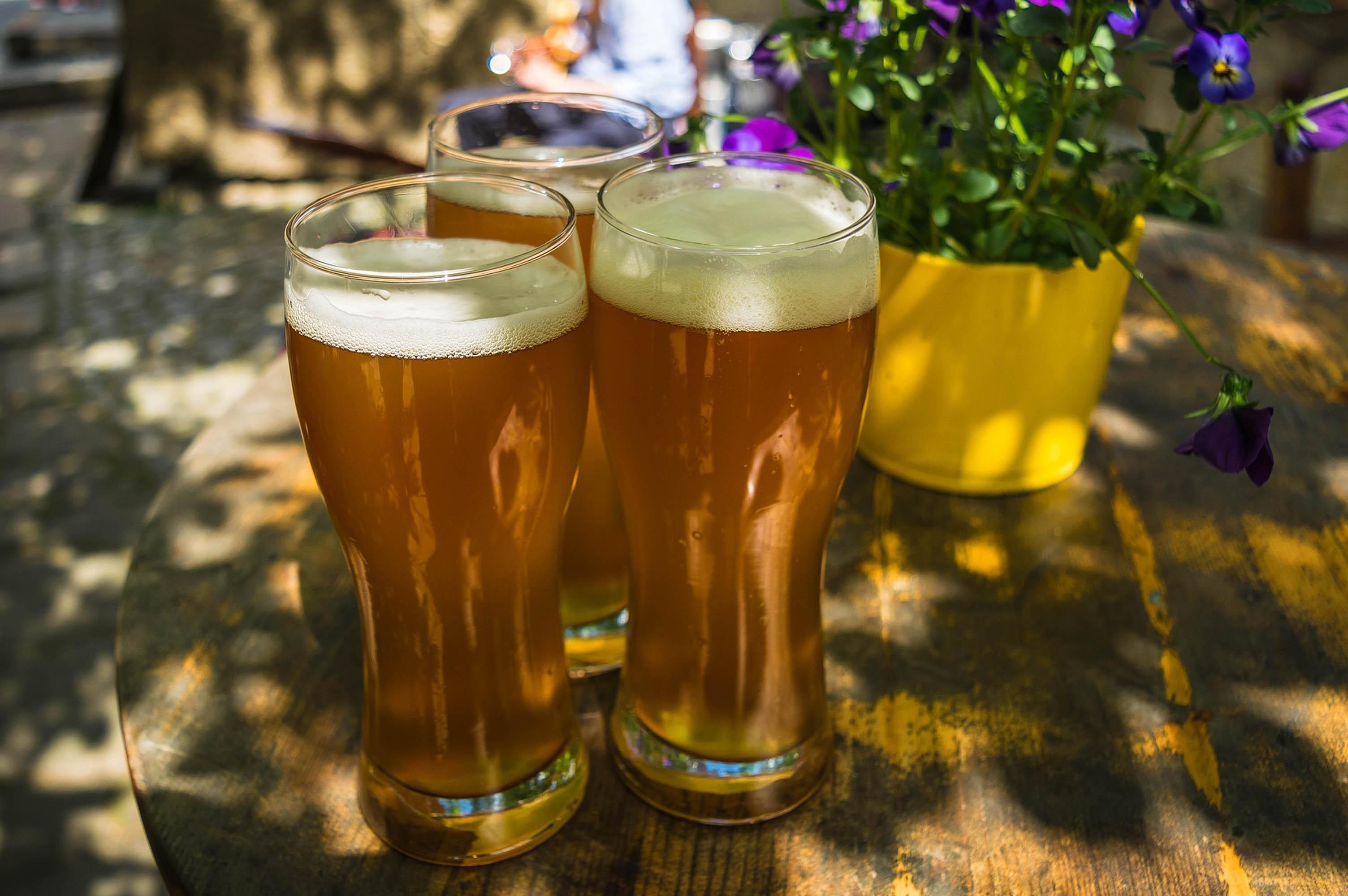 Genießen Sie in unserem Biergarten ein kühles Weizen!